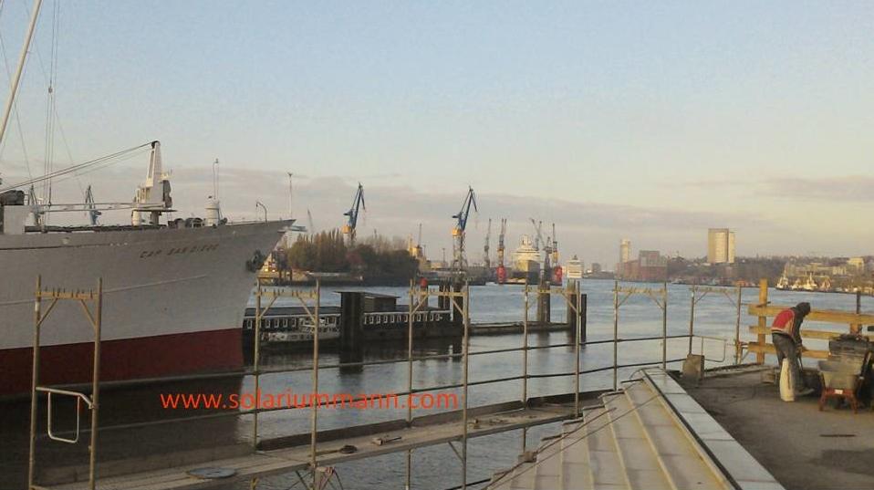 Früh am Morgen an Hafen