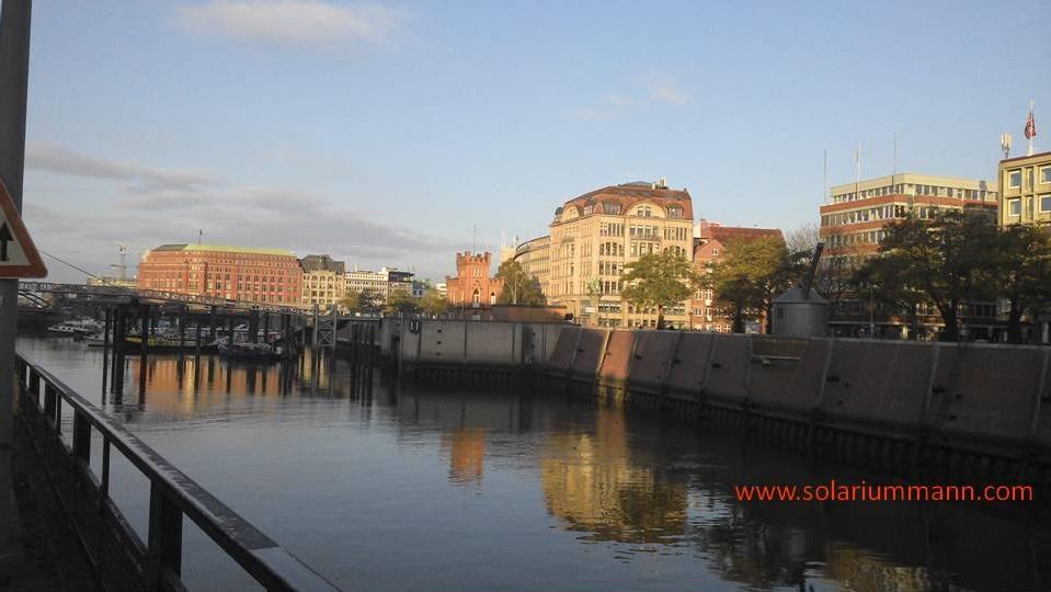 Anreise am Samstag, schönes Licht bei Sonnenaufgang  in der Speicherstadt.