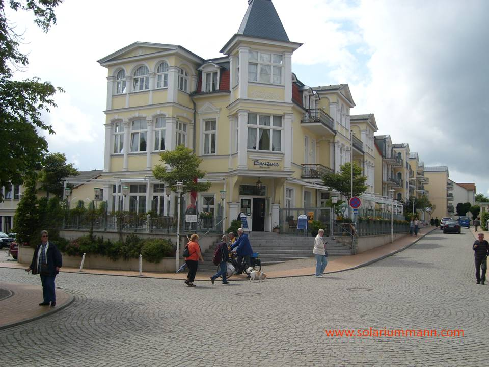 Direkt gegenüber der Villa Anna - das Hotel zur Post.